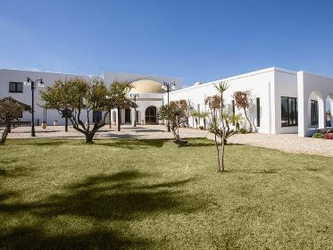 https://www.ragusanews.com//immagini_articoli/02-03-2021/1614694885-immobili-all-asta-si-vendono-pure-i-conventi-in-sicilia-250-foto-3-280.jpg