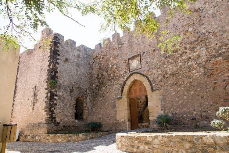 https://www.ragusanews.com//immagini_articoli/02-03-2021/1614694886-immobili-all-asta-si-vendono-pure-i-conventi-in-sicilia-250-foto-6-500.jpg