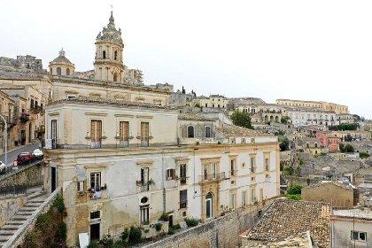 https://www.ragusanews.com//immagini_articoli/02-03-2021/immobili-all-asta-si-vendono-pure-i-conventi-in-sicilia-250-foto-280.jpg