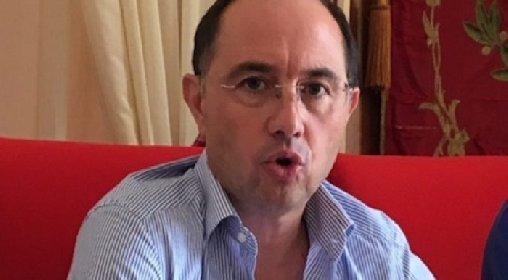 https://www.ragusanews.com//immagini_articoli/02-03-2021/sfiduciato-il-sindaco-di-rosolini-pippo-incatasciato-280.jpg