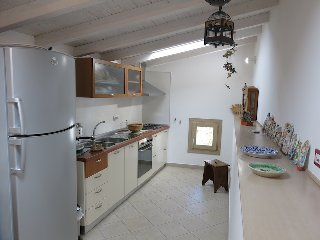 https://www.ragusanews.com//immagini_articoli/02-04-2018/1522686417-modica-vendesi-casa-francesco-cava-1-240.jpg