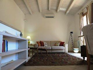 https://www.ragusanews.com//immagini_articoli/02-04-2018/1522686539-modica-vendesi-casa-francesco-cava-4-240.jpg