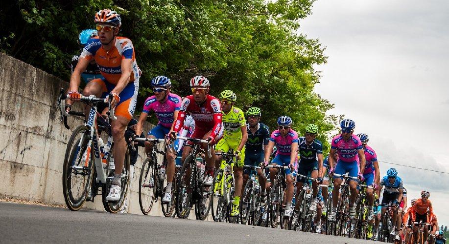 https://www.ragusanews.com//immagini_articoli/02-04-2019/il-giro-ciclistico-di-sicilia-2019-passa-anche-da-comiso-500.jpg