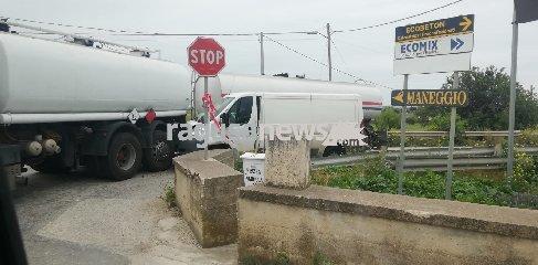 https://www.ragusanews.com//immagini_articoli/02-04-2019/tragedia-sfiorata-pozzallo-ispica-240.jpg