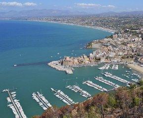 https://www.ragusanews.com//immagini_articoli/02-04-2020/scambi-commerciali-sicilia-ci-paesi-mediterraneo-e-asset-di-scambio-240.jpg
