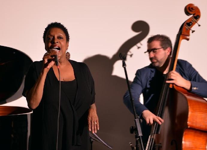 http://www.ragusanews.com//immagini_articoli/02-05-2014/concluso-a-scicli-il-progetto-culturale-lo-spettacolo-del-jazz-500.jpg