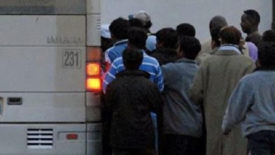https://www.ragusanews.com//immagini_articoli/02-05-2014/rischio-contagio-a-modica-sugli-autobus-utilizzati-per-il-trasferimento-extracomunitari-500.jpg