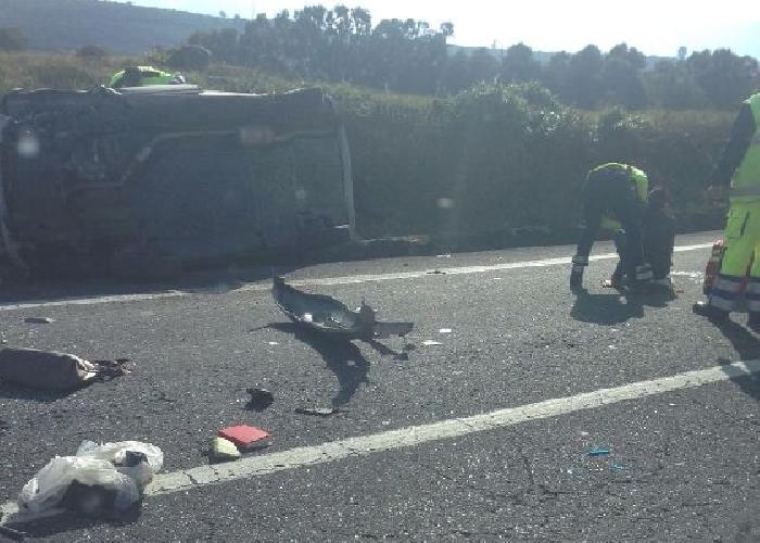 http://www.ragusanews.com//immagini_articoli/02-05-2017/incidente-ragusa-catania-quattro-auto-coinvolte-500.jpg