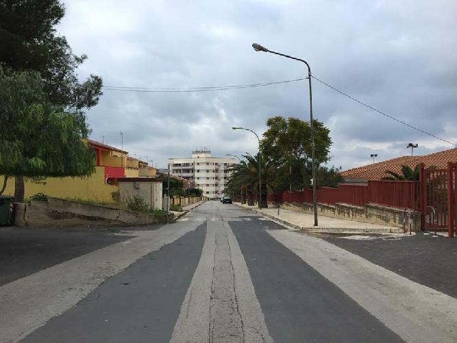 https://www.ragusanews.com//immagini_articoli/02-05-2017/villaggio-gulfi-preda-vandali-restano-fuori-bimbi-catechismo-500.jpg
