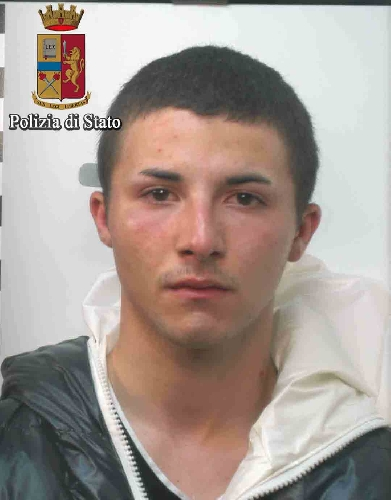 http://www.ragusanews.com//immagini_articoli/02-05-2017/vittoria-ladri-chiesa-arrestati-500.jpg