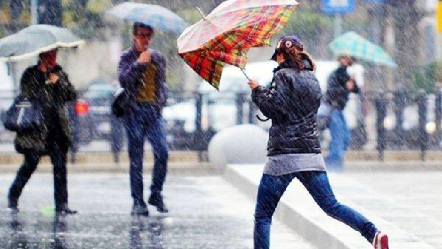 https://www.ragusanews.com//immagini_articoli/02-05-2018/allerta-meteo-gialla-giovedi-scuole-chiuse-vittoria-comiso-500.jpg