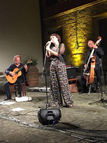https://www.ragusanews.com//immagini_articoli/02-05-2018/brasil-napoli-latin-jazz-teatro-bosco-ragusa-500.jpg
