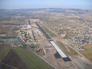 https://www.ragusanews.com//immagini_articoli/02-05-2018/bretella-aeroporto-comiso-enel-dovra-spostare-pali-presto-240.jpg