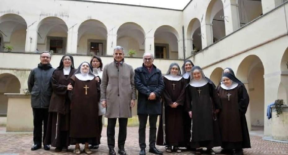 https://www.ragusanews.com//immagini_articoli/02-05-2020/la-clarisse-chiudono-il-convento-e-aprono-facebook-500.jpg