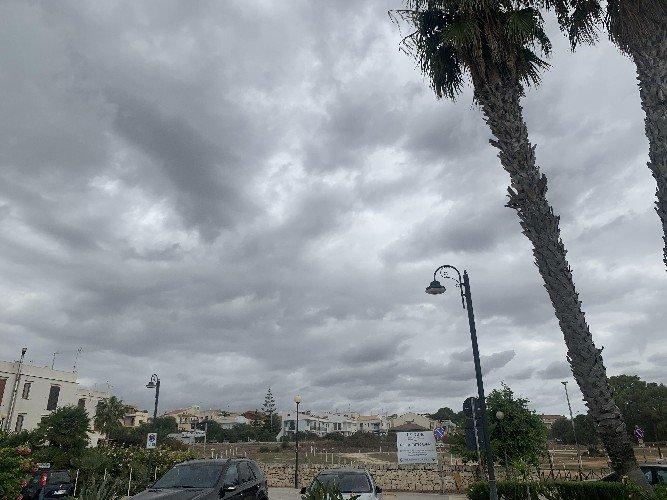 https://www.ragusanews.com//immagini_articoli/02-05-2021/sicilia-vi-e-piaciuto-l-assaggio-di-estate-bene-torna-l-inverno-500.jpg