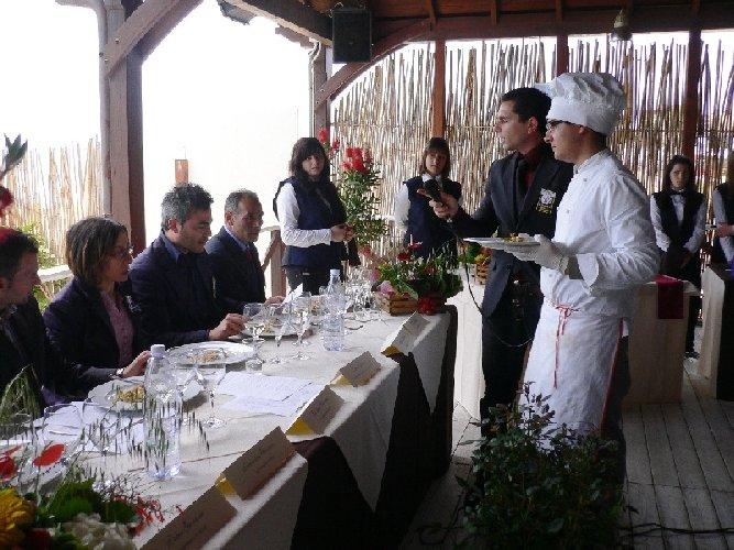 https://www.ragusanews.com//immagini_articoli/02-06-2009/proprieta-organolettiche-pomodoro-dieta-mediterranea-500.jpg