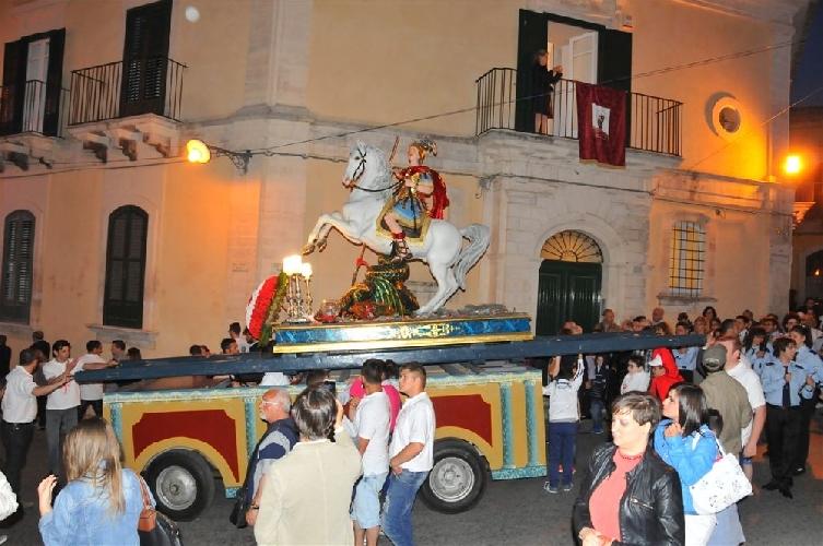 http://www.ragusanews.com//immagini_articoli/02-06-2014/ragusa-saluta-san-giorgio-500.jpg