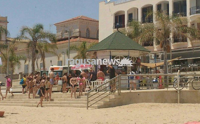 https://www.ragusanews.com//immagini_articoli/02-06-2018/marina-donna-mangia-panino-sviene-spiaggia-500.jpg