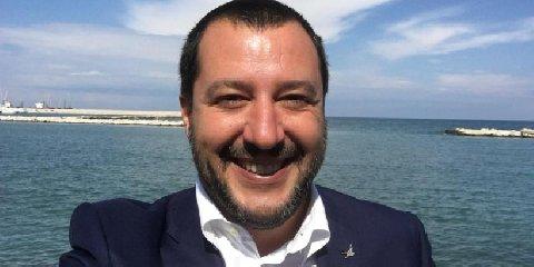 https://www.ragusanews.com//immagini_articoli/02-06-2018/ministro-salvini-atteso-pozzallo-domenica-giugno-240.jpg