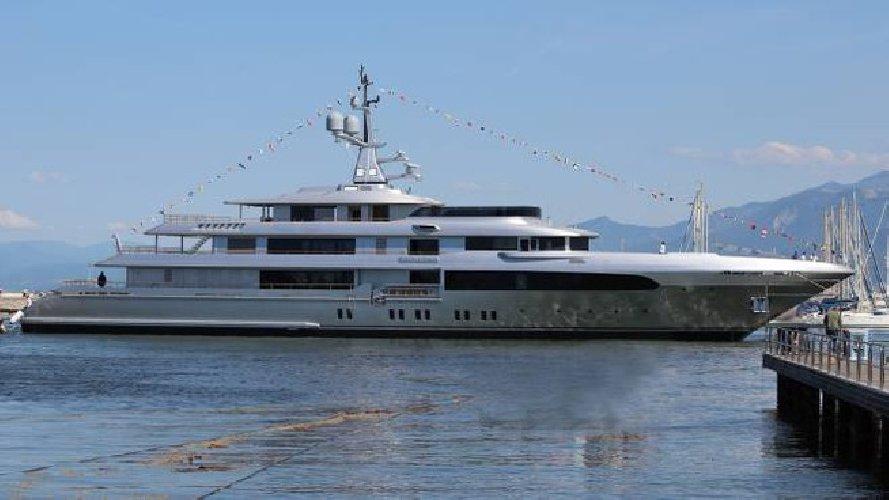 https://www.ragusanews.com//immagini_articoli/02-06-2019/si-chiama-regina-d-italia-il-yacht-di-dolce-gabbana-500.jpg