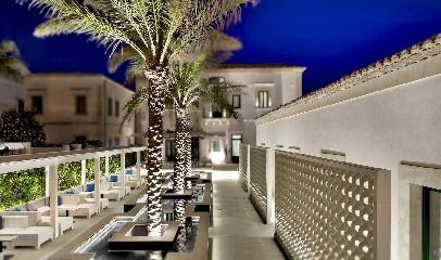 https://www.ragusanews.com//immagini_articoli/02-06-2020/riapre-il-9-giugno-l-hotel-zafran-240.jpg