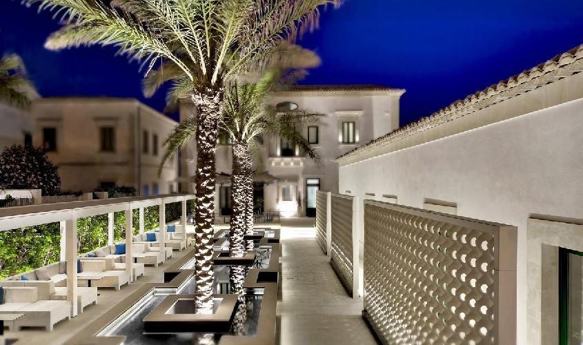 https://www.ragusanews.com//immagini_articoli/02-06-2020/riapre-il-9-giugno-l-hotel-zafran-500.jpg