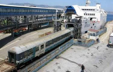 https://www.ragusanews.com//immagini_articoli/02-06-2020/sicilia-voli-carissimi-pochi-treni-qui-e-sos-240.jpg