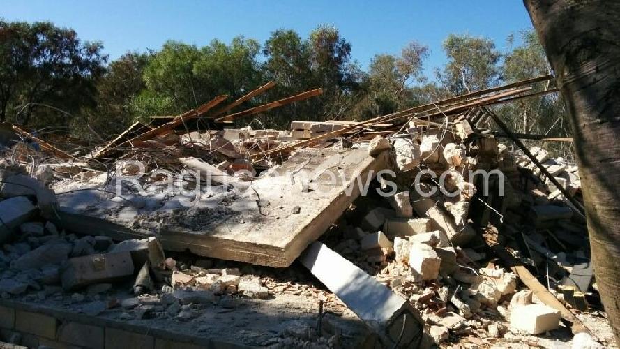 https://www.ragusanews.com//immagini_articoli/02-07-2014/11-villette-gia-demolite-a-sampieri-500.jpg