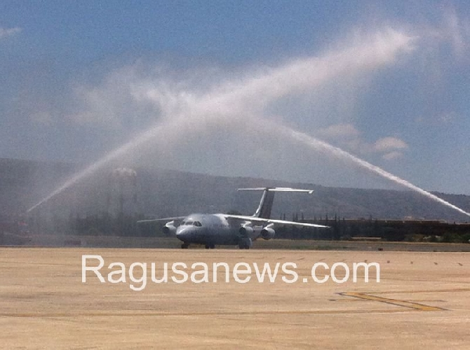 http://www.ragusanews.com//immagini_articoli/02-07-2014/cannoni-d-acqua-per-il-ginevra-comiso-500.jpg