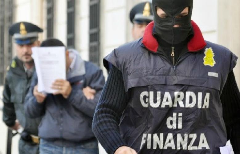 https://www.ragusanews.com//immagini_articoli/02-07-2014/droga-arrestati-sciclitani-raimondo-e-mansueto-500.jpg