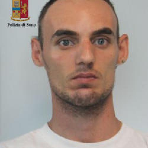 http://www.ragusanews.com//immagini_articoli/02-07-2015/residuo-di-pena-arrestato-fabrizio-marante-500.jpg