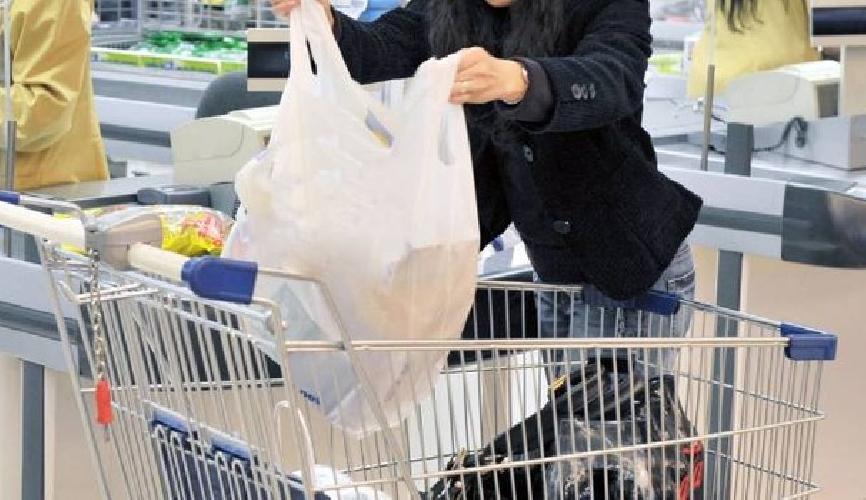 http://www.ragusanews.com//immagini_articoli/02-07-2017/anziana-scippata-alluscita-supermercato-500.jpg