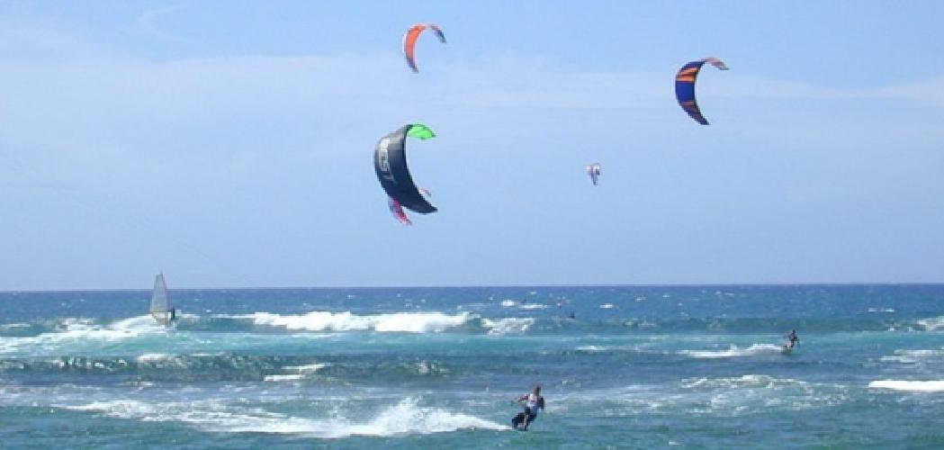 http://www.ragusanews.com//immagini_articoli/02-07-2017/surfista-salvato-annegamento-marina-modica-500.jpg