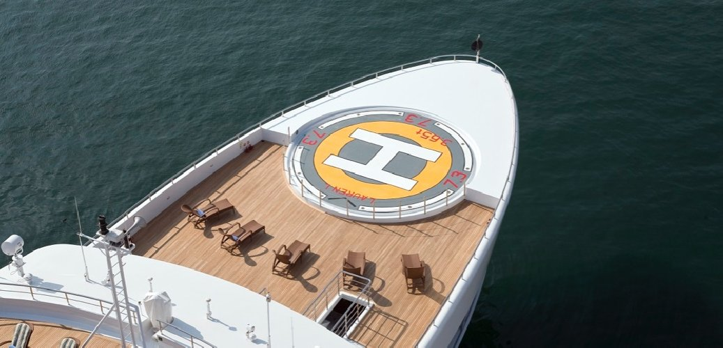 https://www.ragusanews.com//immagini_articoli/02-07-2018/1530557120-yacht-arrivato-lauren-pista-elicottero-1-500.jpg