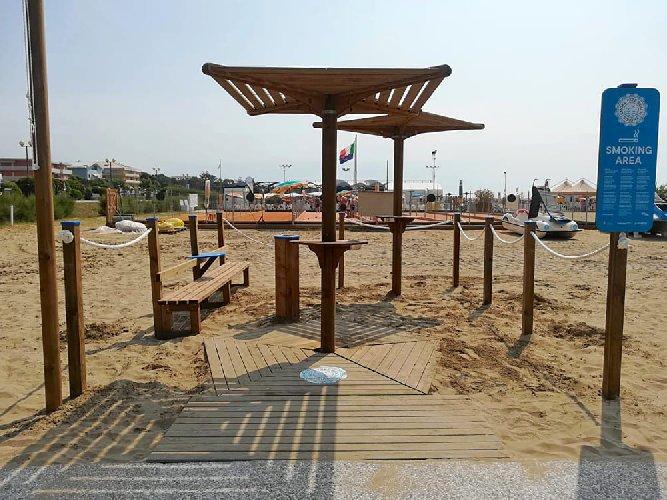https://www.ragusanews.com//immagini_articoli/02-07-2019/gli-ombrelloni-dove-fumare-spiagge-di-modica-500.jpg