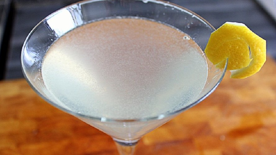 https://www.ragusanews.com//immagini_articoli/02-07-2019/kamikaze-cocktail-il-drink-piu-in-voga-anni-ottanta-500.jpg