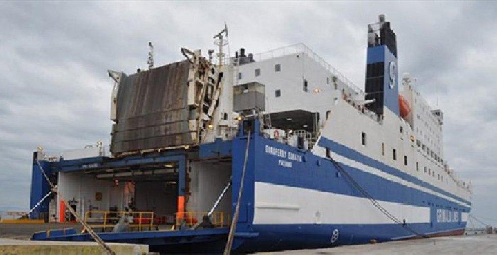 https://www.ragusanews.com//immagini_articoli/02-07-2019/la-nave-salerno-catania-ferma-in-mare-con-250-passeggeri-500.jpg