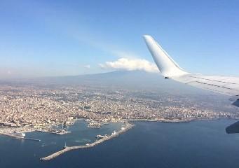 https://www.ragusanews.com//immagini_articoli/02-07-2020/aumentano-i-voli-alitalia-su-catania-e-palermo-240.jpg