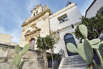 https://www.ragusanews.com//immagini_articoli/02-07-2020/un-convento-della-noto-barocca-in-un-oasi-di-charme-240.jpg