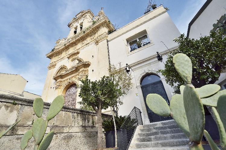 https://www.ragusanews.com//immagini_articoli/02-07-2020/un-convento-della-noto-barocca-in-un-oasi-di-charme-500.jpg