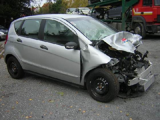 http://www.ragusanews.com//immagini_articoli/02-08-2016/modica-incidente-fra-tre-auto-due-feriti-420.jpg