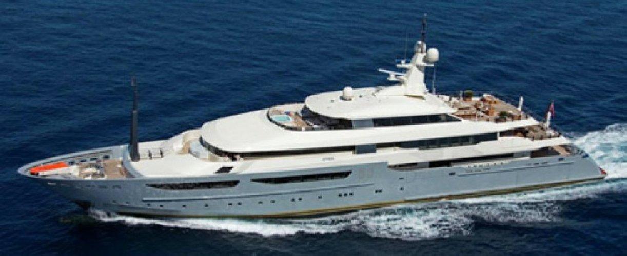 https://www.ragusanews.com//immagini_articoli/02-08-2018/1533166664-yacht-azteca-lambisce-marina-ragusa-sognare-1-500.jpg