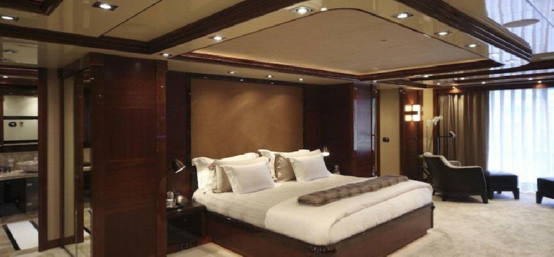 https://www.ragusanews.com//immagini_articoli/02-08-2018/1533166708-yacht-azteca-lambisce-marina-ragusa-sognare-1-500.jpg