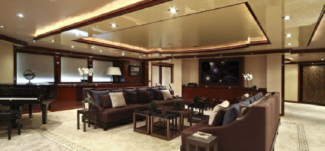 https://www.ragusanews.com//immagini_articoli/02-08-2018/1533166708-yacht-azteca-lambisce-marina-ragusa-sognare-2-500.jpg
