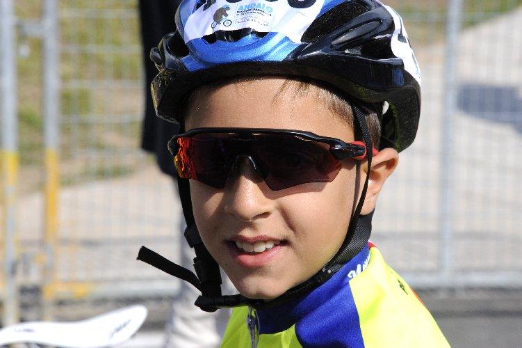 https://www.ragusanews.com//immagini_articoli/02-08-2018/1533229549-ciclismo-matteo-verdirame-podio-andalo-1-500.jpg