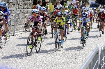https://www.ragusanews.com//immagini_articoli/02-08-2018/1533229578-ciclismo-matteo-verdirame-podio-andalo-1-240.jpg