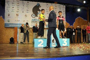 https://www.ragusanews.com//immagini_articoli/02-08-2018/1533229578-ciclismo-matteo-verdirame-podio-andalo-2-240.jpg