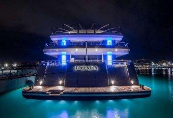 https://www.ragusanews.com//immagini_articoli/02-08-2018/1533240898-yacht-arrivato-katara-2-240.jpg