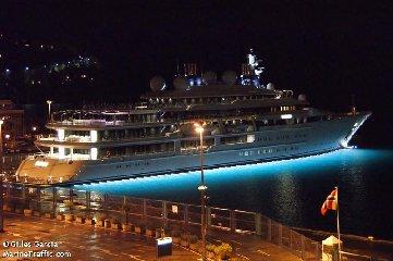 https://www.ragusanews.com//immagini_articoli/02-08-2018/1533240898-yacht-arrivato-katara-3-240.jpg