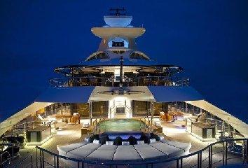 https://www.ragusanews.com//immagini_articoli/02-08-2018/1533240911-yacht-arrivato-katara-1-240.jpg
